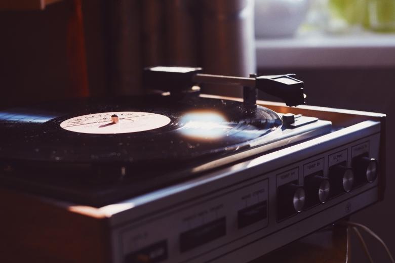 CDивиниловые пластинки обогнали попродажам цифровые загрузки музыки