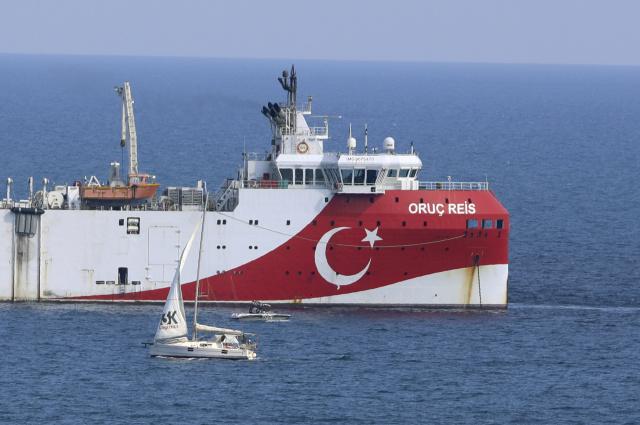 Турецкий корабль «Орук Рейс». Фото: Burhan Ozbilici / AP / TASS