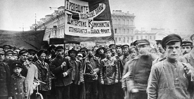 Отправка мобилизованных коммунистов на фронт против белополяков. Петроград, 1920 год.