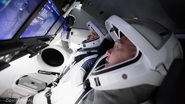 Астронавты Даг Херли и Боб Бенкен готовятся к запуску. Фото: NASA