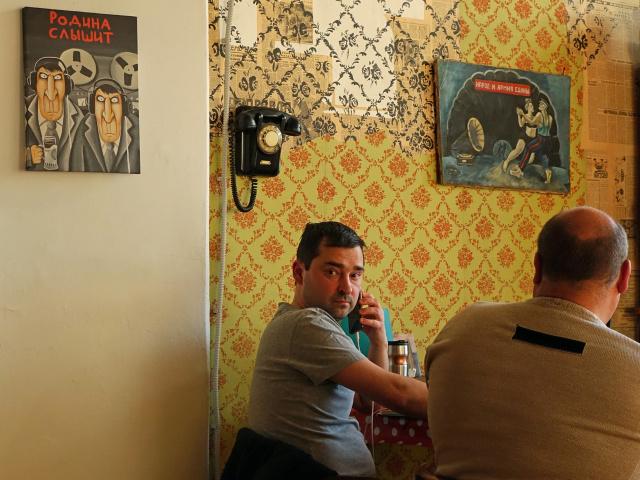 Интерьер кафе Алексея Ходорковского Papas Burgers на Электрозаводе