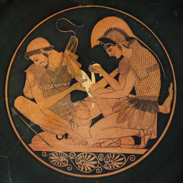 Воин, перевязывающий рану товарища. Роспись на древнегреческой вазе, V век до н. э.
