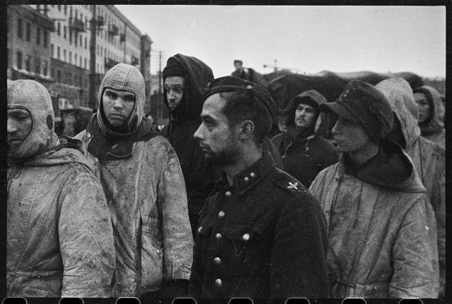 Немецкие солдаты и офицеры, взятые в плен в боях под Ленинградом. 17 января, 1944