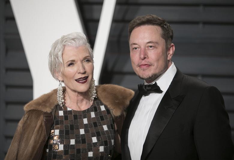 Я была знаменитостью еще до того, как прославился Илон Маск». Как Мэй Маск  сделала своих детей успешными людьми | Деньги | Republic