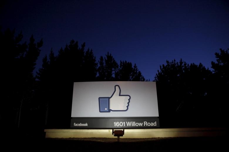 Социальная сеть Facebook проверит клиентов политической рекламы при помощи почтовых открыток