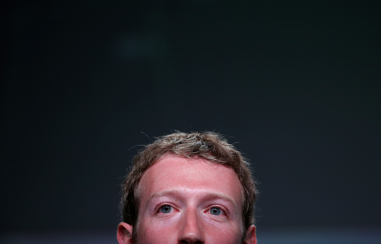 Журнал Wired поместил наобложку изображение «избитого» Цукерберга