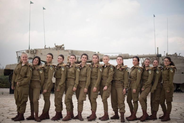 Вармии Израиля появились первые женщины-танкисты