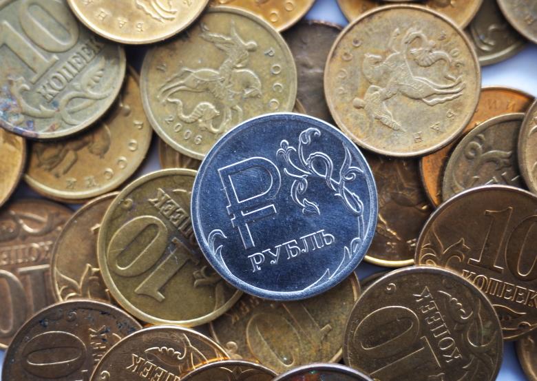 ЦБустановил официальные курсы доллара иевро на26сентября