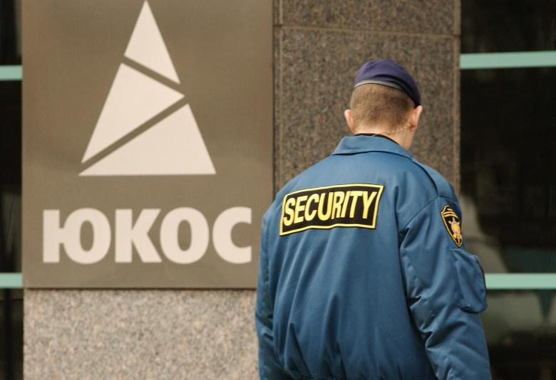 Владельцев акций  ЮКОСа обвинили втайных выплатах бывшему советнику В.Путина