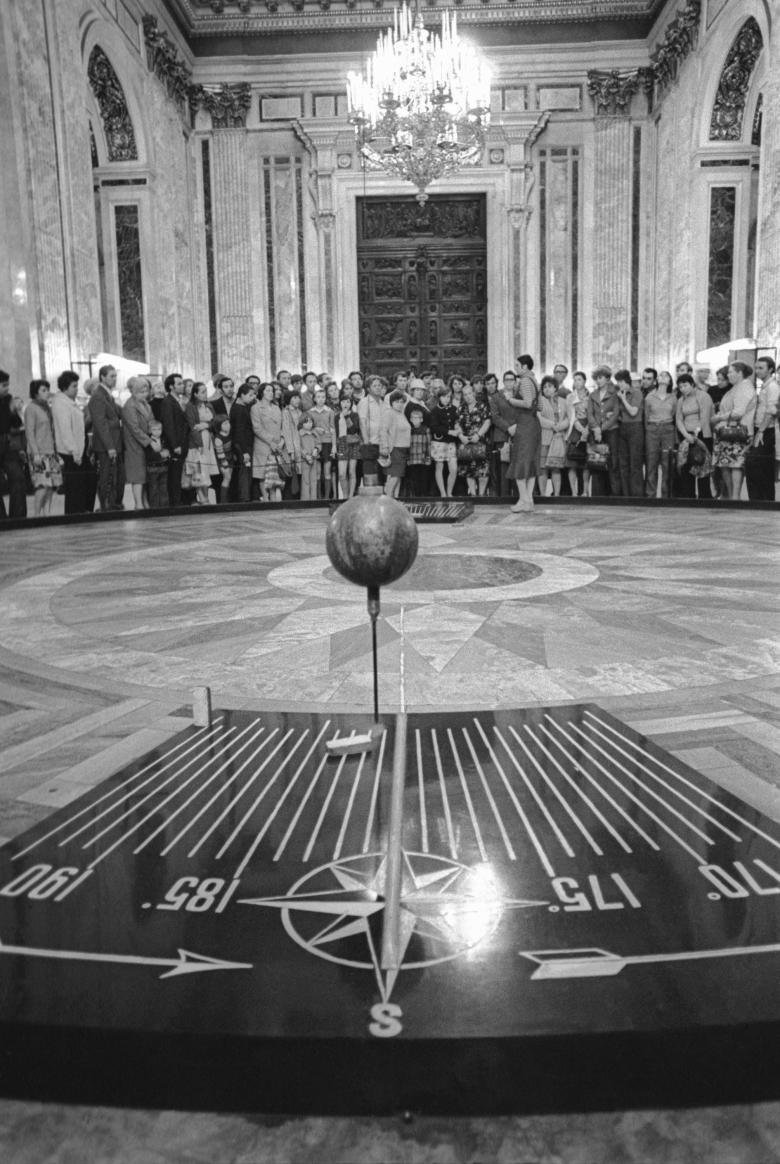 маятник фуко в исаакиевском соборе фото
