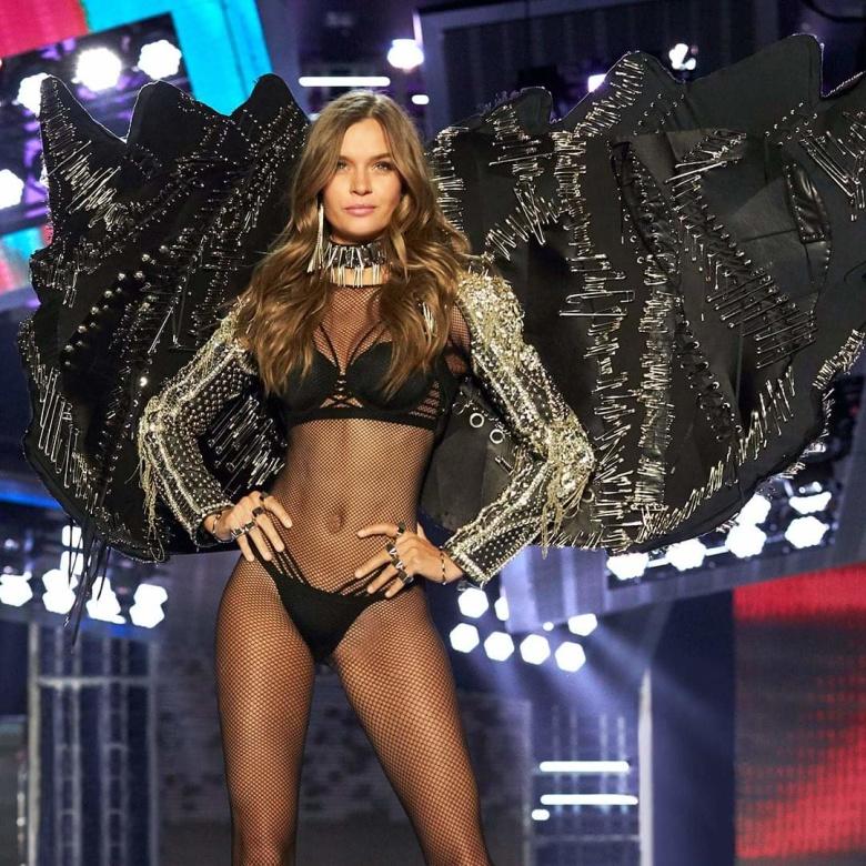 Визитной карточкой Victoria's Secret долгое время оставались масштабные шоу, где наряды моделей дополняли «ангельские» крылья